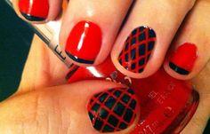 Diseños de uñas con rayas y colores, diseños de uñas con rayas rojas. Clic Follow,  #uñas #3dnailart #uñasdemoda