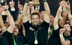 Coppa del Mondo Rugby, vince la Nuova Zelanda, ma che noia! La squadra di Carter e McCaw domina la Coppa del Mondo e chiude un quadriennio fantstico, nel quale vince 2 Web Ellis Cup e perde solo tre volte. Ma questa edizione della RWC regala poche emozioni, p #rugby #worldcuprugby