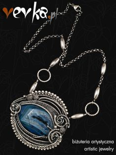 Materials: fine and sterling silver, agate