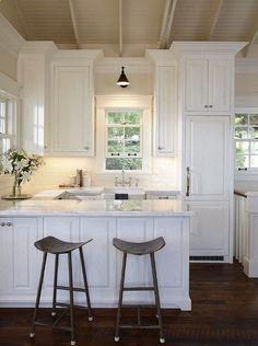 small kitchen | all white | peninsula instead of island