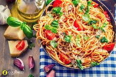 If you're looking for a pasta sauce with authentic Italian flavor, you have to go with fresh tomatoes. Add some quality olive oil and some freshly grated parmesan and you have a splendid sauce. Tomato Pasta Sauce, Basil Sauce, Greek Dishes, Penne, Gnocchi, Sauce Recipes, Food Photo, Veggies, Healthy Recipes