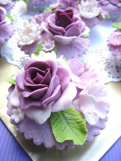Pretty purple rose cupcakes. Love how the center of the roses are dark then gradually become light.