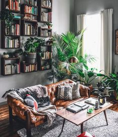 beautiful living room inspiration & plant love & wooden vibes & interior inspiration & Fitz & Huxley & The post Startseite appeared first on Dekoration. Living Room Inspiration, Interior Inspiration, Deco Jungle, Boho Living Room, Jungle Living Room Decor, Cozy Living, Beautiful Living Rooms, Home And Deco, House Design
