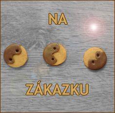 Gombíky z polymérovej hmoty NA ZÁKAZKU, mňam! Imitácia sušienkových gombíkov poliatých čokoládou, originálny doplnok, v prípade záujmu môžem aj zmeniť farbu. Cena je za 1 ks Veľkosť: cca 2cm Cena:0,20€ Kúpiť:http://www.sashe.sk/relevator/detail/gombiky-z-polymerovej-hmoty-na-zakazku-mnam alebo prosím napíš na hellgirlll.blog.cz