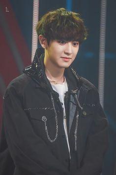 CHANYEOL❤️ Baekhyun, Foto Chanyeol Exo, Baekyeol, Chanbaek, Korean Boy Bands, South Korean Boy Band, Kai, Asia Artist Awards, Z Cam