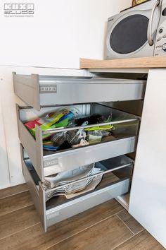 #kitchendrawers #kitchenstorage #kitchenorganization #modernkitchen #kitchendesign #kitchenfurniture #whitekitchen #wooddetails  #kitchenideas #KUXAstudio #KUXA #KUXAkitchen #bucatariemoderna #bucatarie Kitchen Drawers, Shoe Rack, Modern, Gifs, Furniture, Design, Home, Shoe Cupboard, Ad Home