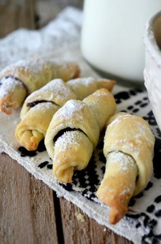 cornulete cu gem Romanian Desserts, Cooking Time, Hot Dog Buns, Biscuits, Dessert Recipes, Food And Drink, Bread, Cookies, Food Ideas