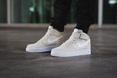 Nike Air Force 1 Mid Light Bone Sneaker