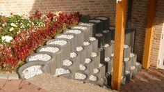 pflanzringe-beton-setzen-gartengestaltung-stützmauer-grau-kies-hang