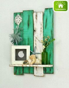 Fun DIY craft projects for any time of the year. Feb Our favorite DIY projects Pallet Home Decor, Pallet Crafts, Pallet Furniture, Wood Crafts, Diy Crafts, Decor Crafts, Furniture Ideas, Pallet Decorations, Decor Diy