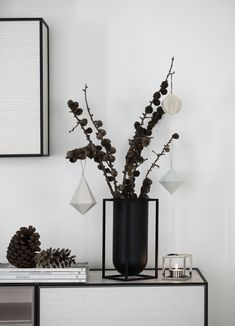 Scandinavian Christmas decoration: the minimalist Lolo vase by By Lassen convinces with a natural Christmas decoration. Informations About Skandinavische Weihnachtsdeko Pin You.