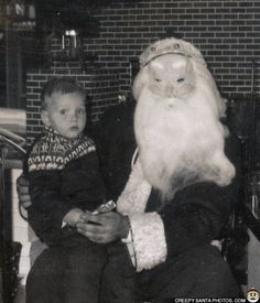 Este Papai Noel que talvez também seja Voldemort.   21 fotos assustadoras do Papai Noel que vão arruinar seu Natal