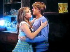 Cailey in a twister I love that Cody and Bailey are holding on to each other Cole M Sprouse, Dylan Sprouse, Disney Channel, Zack Et Cody, Dylan Y Cole, Suit Life On Deck, Memes Riverdale, Cody Martin, Old Disney Shows