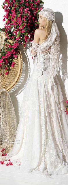 Atelier/Stilista: Yolan Cris  Anno: 2013  Collezione: Ibiza Bridal