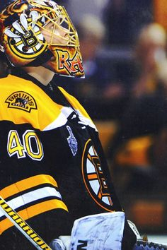 Tuukka Rask, best goalie in the nhl. Hockey Goalie, Hockey Teams, Ice Hockey, Boston Bruins Goalies, Boston Celtics, Boston Sports, Boston Red Sox, Bobby Orr, Goalie Mask