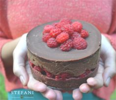 tort raw vegan ciocolata si zmeura | Stefani Boutique