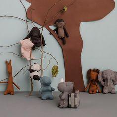 Wir lieben Stofftiere! Achte auf natürliche und gute Materialien... Baby Bob, Giraffe, Elephant, Giant Bunny, Traditional Toys, Mini Pig, Little Monkeys, Dinosaur Stuffed Animal, Stuffed Animals