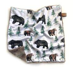 Bears woodland blanket for baby shower gift. Lovey blanket Lovey Blanket, Swaddle Blanket, Baby Blankets, Baby Shower Gifts, Baby Gifts, Baby Presents, Baby Must Haves, Woodland Baby, Security Blanket