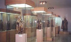 2001 – Museo Teresiano de Alba de Tormes Instalado en un ala anexa al convento de los Padres Carmelitas Descalzos. Está dedicado a San Juan de la Cruz y a Santa Teresa de Jesús, donde se pueden encontrar obras y reliquias dedicadas a estos dos personajes históricos