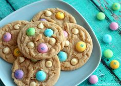 YUMMY White Chocolate M&M Cookies - these are so good! { lilluna.com }