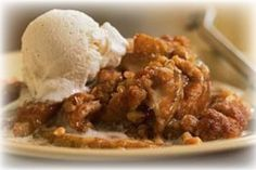 Cinnamon-spiced pears bake under a crunchy streusel topping in this easy pear crisp. Assemble the dessert ahead of time, and put it in the oven when Beaux Desserts, Just Desserts, Delicious Desserts, Yummy Food, Fall Desserts, Desserts With Pears, Recipes With Pears, Fresh Pear Recipes, Yummy Snacks