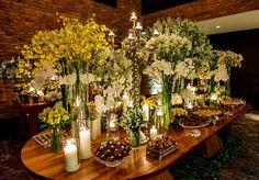 Se está pensando em fazer uma decoração de casamento com flores brancas não perca essa linda inspiração!
