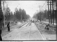 Queen Street, the Beaches, 1915 Historical Pictures, Back In The Day, Good Old, Old Photos, Ontario, Beaches, Toronto, Past, Old Things