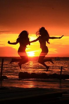 Great picture for best friends or sisters.