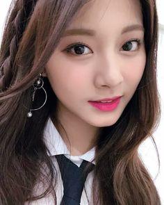 Twice, tzuyu. discovered by lost on We Heart It Kpop Girl Groups, Korean Girl Groups, Kpop Girls, Nayeon, Beautiful Asian Girls, Most Beautiful Women, K Pop, Twice Tzuyu, Love Selfie