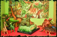 """Lola nos ha enviado este mensaje: """"Holaaa, soy la mamá de Eugeni, que acaba de cumplir 11 años y lo sabe absolutamente todo acerca de los dinosaurios, es un súper forofo. Para celebrar su cumpleaños, nuestra amiga Marta le confeccionó este estupendo pastel de fondant. A ver si adivináis cual es....... Saludos"""" Gracias Lola, nos encanta !!! felicita a Marta de nuestra parte."""