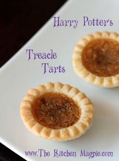 My delicious and easy treacle tarts recipe for a Harry Potter inspired birthday party or just because! Harry Potter Desserts, Harry Potter Food, Harry Potter Baking Recipes, Hash Browns, Tart Recipes, Dessert Recipes, Harry Potter Marathon, Treacle Tart, Granola