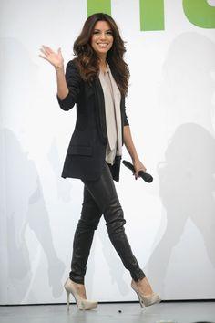 Eva Longoria media gallery on Coolspotters. See photos, videos, and links of Eva Longoria. Leggings Mode, Leggings Fashion, Black Leather Pants, Leather Leggings, Leather Trousers, Hollywood Fashion, Hollywood Style, Petite Fashion, Womens Fashion