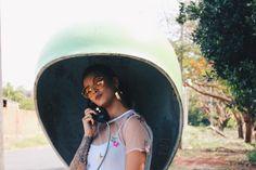 Alô amor tô te ligando de um orelhão tá um barulho uma confusão