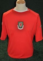 Image from http://www.matchworn.co.uk/images/Iwan_Roberts_Wales_home_ss_no9_v_Portugal_friendly_Estadio_Municipal_Chaves_02-06-00-swapped_with_Fernando_Couto-front.jpg.