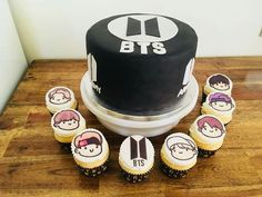 Army Cupcakes, Fondant Cupcakes, Cupcake Cakes, Army Birthday Cakes, Unique Birthday Cakes, K Pop Nails, Bts Cake, Detective Party, Yummy Treats