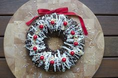 Rocky Road Christmas Wreath Recipe Is Full Of Holiday Cheer! Christmas Bunt Cake, Christmas Cupcakes, Christmas Desserts, Holiday Treats, Christmas Treats, Holiday Recipes, Christmas Recipes, Christmas Lunch, Christmas Cooking