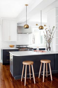 Modern Kitchen Interior The Best Cabinet Paint Colors for a Happier Kitchen, According to Interior Designers — Kitchn - Read this story before you even pick up a paint brush. Kitchen Inspirations, New Kitchen, Classic Kitchens, Home Kitchens, Minimalist Kitchen, Kitchen Marble, Kitchen Remodel, Modern Kitchen Design, Classic Kitchen Design