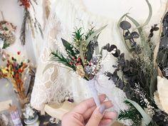 ブライダルオーダー ブーケとお揃いの新郎様のブートニアです。お値段3000円  オシャレに可愛く作成させていただきます!  オーダー承ります◟̆◞̆ The Creator, Wreaths, Photo And Video, Instagram, Decor, Atelier, Door Wreaths, Decorating, Deco Mesh Wreaths