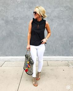Spring Outfits Ideas 2019 - Cute black and white summer outfit for women over 40 - Fashion Mode, Look Fashion, Fashion Outfits, Womens Fashion, Fashion Trends, Fashion Stores, Fashion Ideas, Fashion 2017, Fashion Clothes