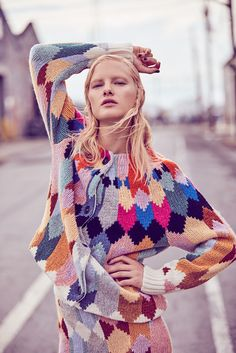 ELLE Kazakhstan September 2017 Hannah Holman by Amanda Pratt Knitwear Fashion, Crochet Fashion, Textiles, How To Purl Knit, Mode Style, Knitting Designs, Fashion Outfits, Fashion Trends, Womens Fashion