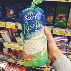Рисовые хлебцы из Италии с органик-маркировкой Евролист. Она говорит о том, что не менее 95% ингредиентов продукта имеют органическое происхождение, то есть произведены по стандартам органического земледелия, а также об отсутствии в нём ГМО и потенциально опасных пищевых добавок. Подробнее о маркировке читайте в блоге http://www.imorganic.ru/ecolabel-food/