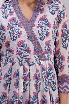 Printed Kurti Designs, New Kurti Designs, Churidar Designs, Kurta Designs Women, Kurti Designs Party Wear, Neck Designs For Suits, Sleeves Designs For Dresses, Dress Neck Designs, Stylish Dress Designs