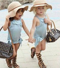 Everleigh Soutas e Ava Foley: melhores amigas e fashionistas Fashion Kids, Little Girl Fashion, Look Fashion, Fashion Models, Cool Baby, Baby Kind, Little Fashionista, Kid Styles, Beautiful Children