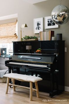 Among so many musical instruments, the piano is one of the favorites. From little kids until grandma love to playing the piano. Give your home a warm v… Piano Living Rooms, Living Room Decor, Piano Room Decor, Decor Room, Home Music Rooms, The Piano, Home And Living, Modern Living, Modern Decor