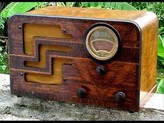 Psia jego mać (Gdy na wojnę wyruszałem...) Vintage Television, Television Set, Vintage Table, Vintage Wood, Radio Design, Radio Antigua, Retro Radios, Old Time Radio, Antique Radio