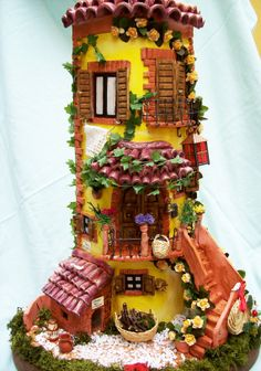 Clay House Sculpture in polymer Polymer Clay Fairy, Polymer Clay Projects, Polymer Clay Creations, Clay Crafts, Arts And Crafts, Clay Houses, Ceramic Houses, Clay Fairy House, Fairy Houses
