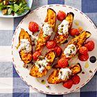 Een heerlijk recept: Gepofte zoete aardappel en pruimtomaatjes met spekjesroom