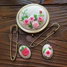 -2016/10/17 월요자수클래스 수강생 작품 섬세하기가 이루말할수없읍니다~ . . . . . By Alley's home #embroidery#knitting#crochet#crossstitch#handmade#homedecor#needlework#antique#vintage#pottery#flower##ribbonembroidery#quilt#프랑스자수#진해프랑스자수#창원프랑스자수#리본자수#프랑스자수스티치북#창원프랑스자수수업#진해프랑스자수수업#실크리본자수#자수브로치#자수코사지#진해이동앨리홈#자수소품#손자수#리본자수수업#실크리본자수#자수손거울
