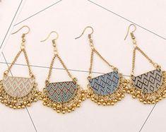 Diy Macrame Earrings, Peacock Earrings, Fabric Earrings, Diy Earrings, Diy Fabric Jewellery, Handmade Beaded Jewelry, Handmade Jewelry Designs, Thread Bangles Design, Hand Embroidery Art