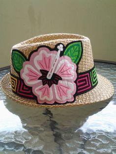 Vendido con una mola de diseño único. Cool Hats, Hat Pins, Quilt Making, Fascinator, Embroidery Designs, Elsa, Knitting, Sewing, Pattern